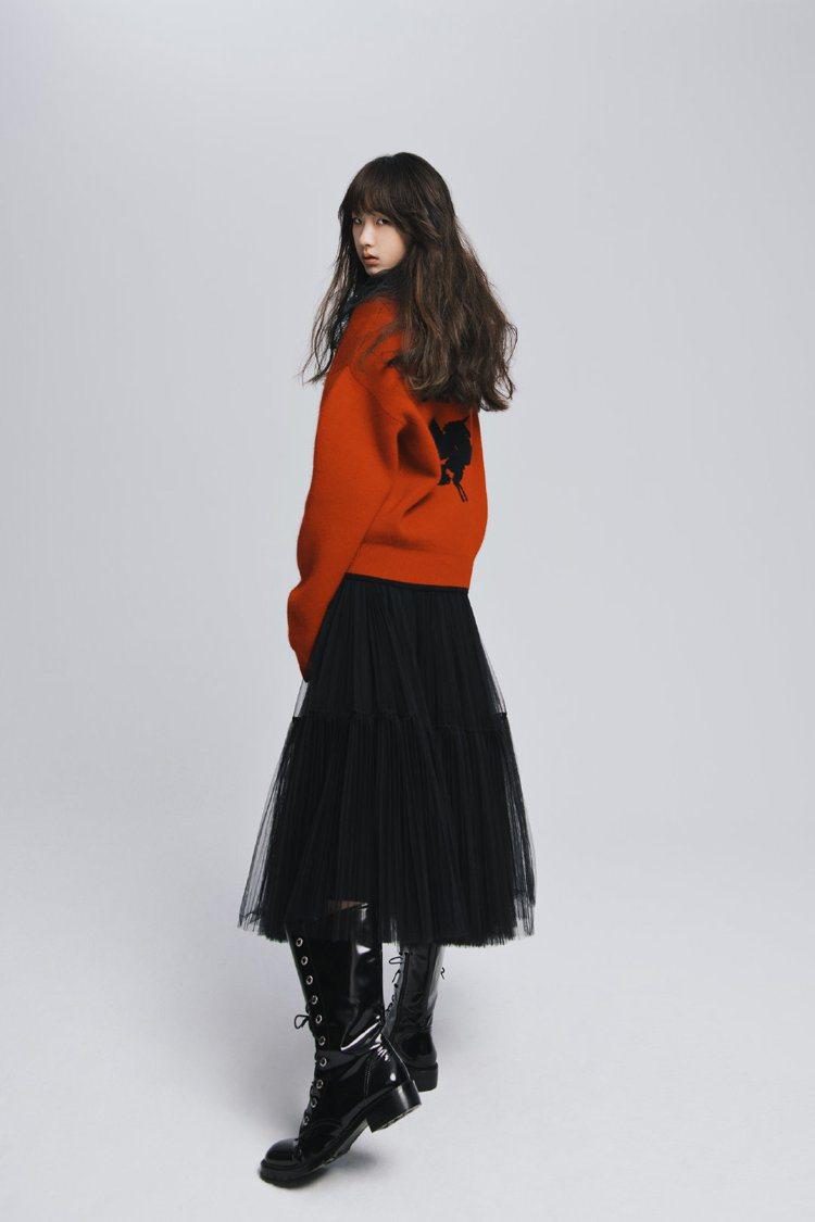 小S的大女兒許曦文為服飾品牌拍照。 圖/擷自微博
