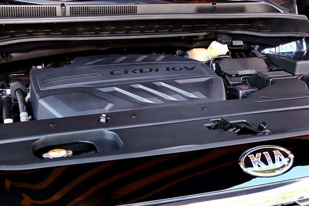 KIA Grand Carnival搭載2.2L CRDi柴油共軌直噴引擎,具備...