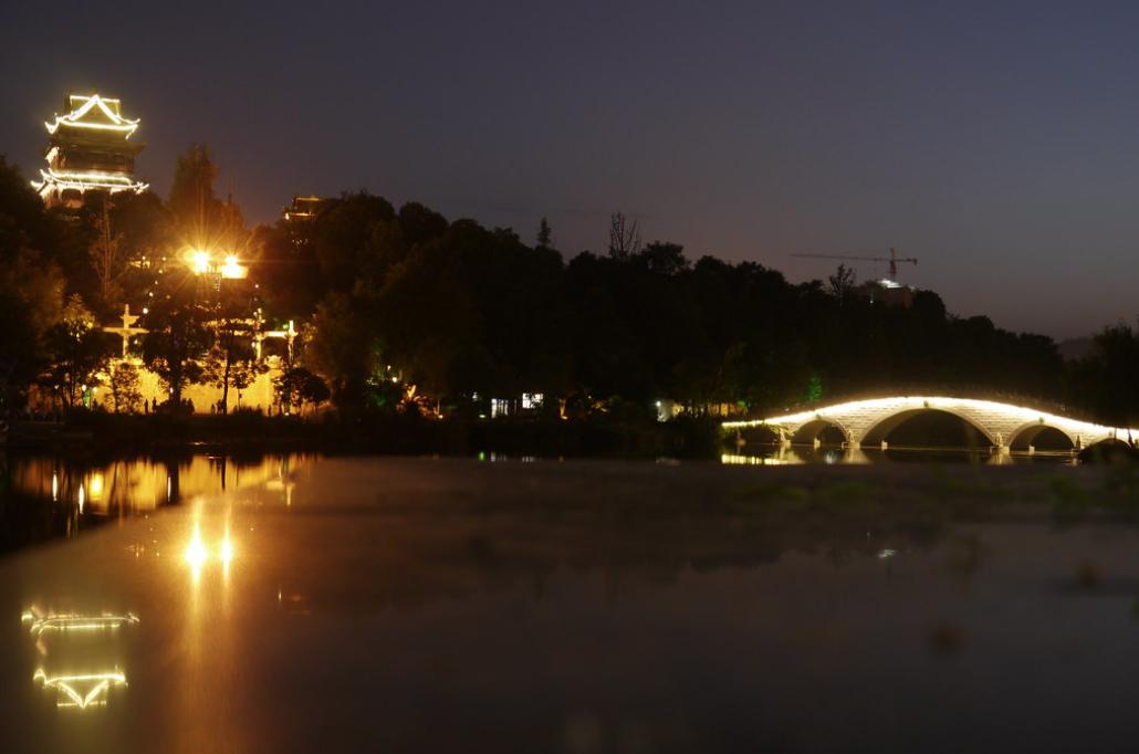 夜晚的秀湖濕地公園,天子橋