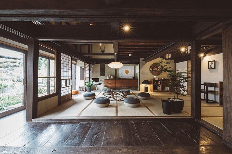 寬敞的榻榻米空間完全享有傳統日式風情。