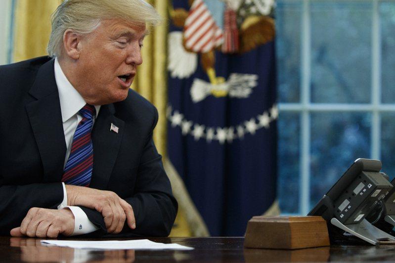 根據白宮處理美國總統與其他世界領袖通話的標準程序,總統的通話不會錄音。圖為川普2018年與墨西哥總統通電話。美聯社