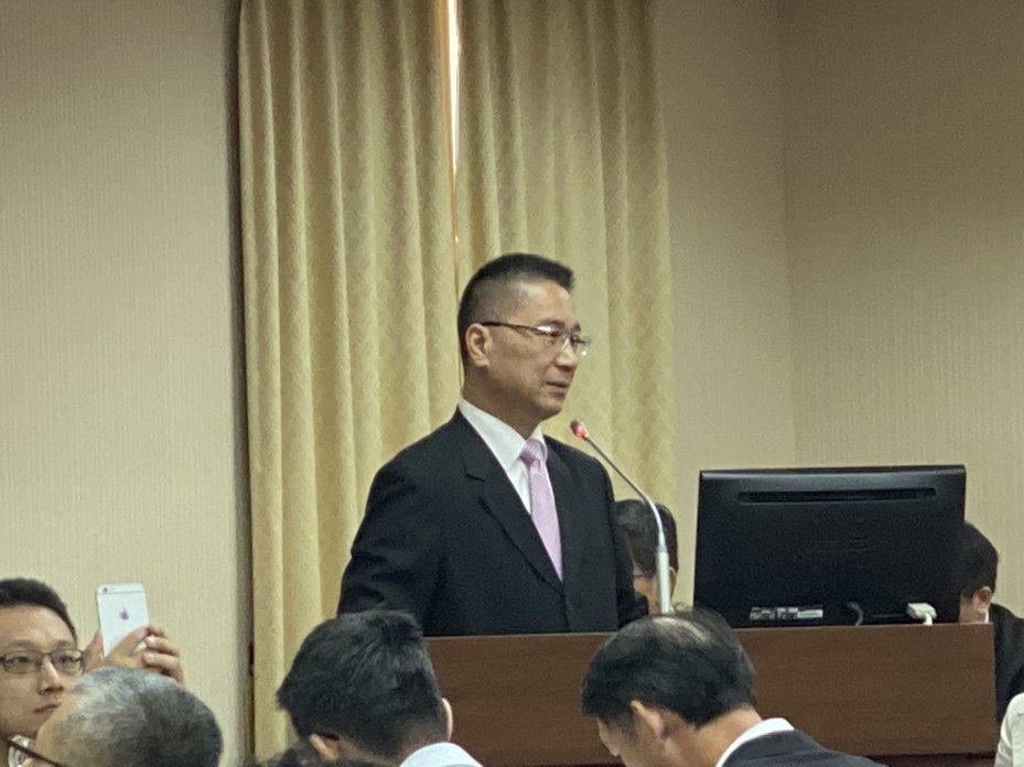 內政部長徐國勇,於立法院內政委員會報告新式數位身分證證專題報告。 記者鄭鴻達/攝影