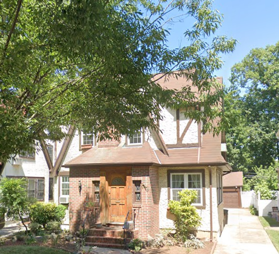 川普小時候住過的房子再度拍賣。取自Google Map
