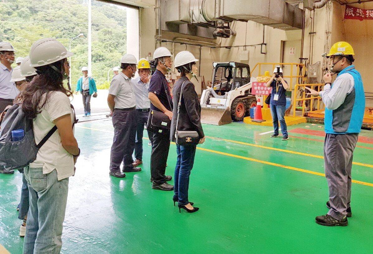 為台東焚化廠啟用作準備 饒慶鈴今帶隊參訪新北2焚化廠