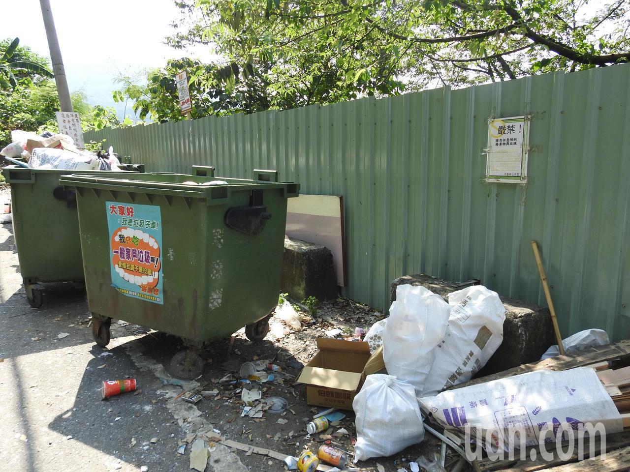 龍鳳瀑布要道堆垃圾挨批「垃圾觀光」 中寮鄉公所喊冤