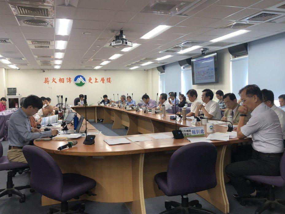 環保署今天下午2時召開環評大會討論核三廠除役案。記者侯俐安/攝影