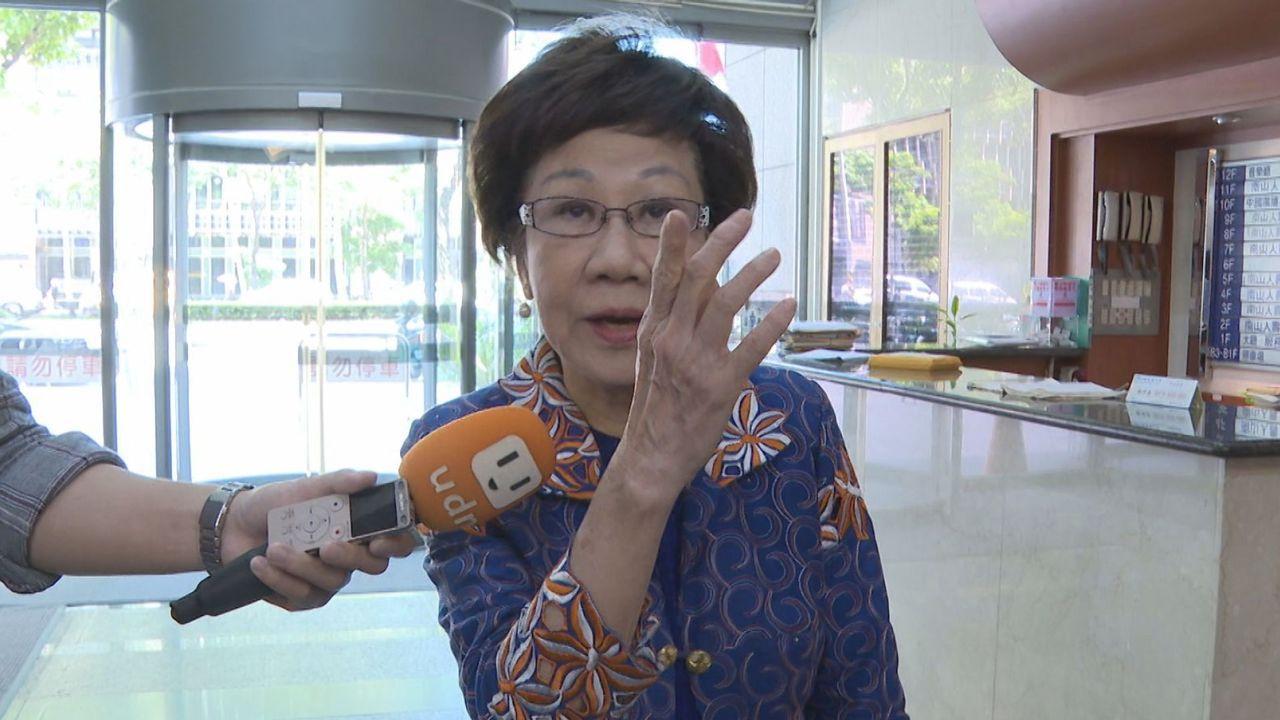 前副總統呂秀蓮接受廣播訪問,提出自己政見是只做一任,強調她跟蔡總統不一樣,蔡出身...