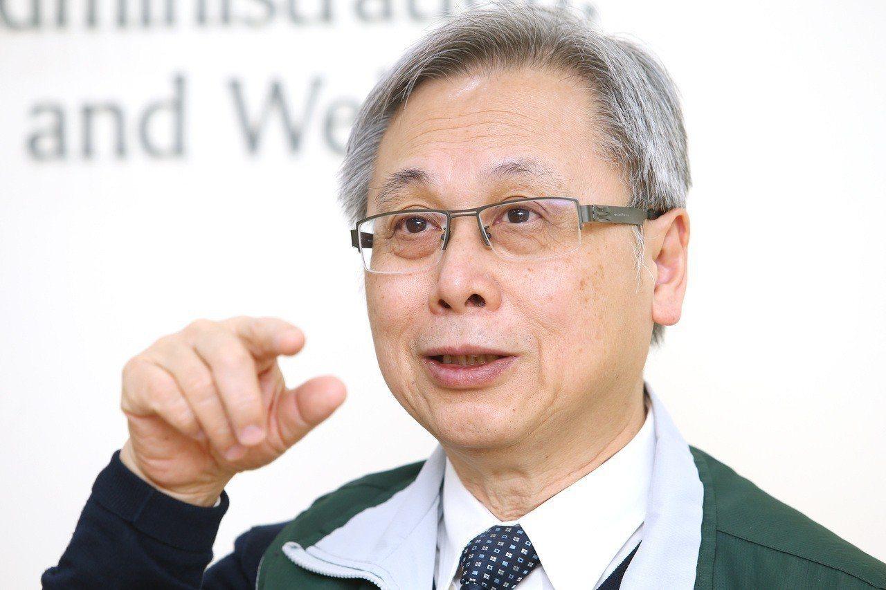 國健署署長王英偉今日受訪表示,LDCT有機會成為肺癌高風險群的篩檢工具,但「誰是...