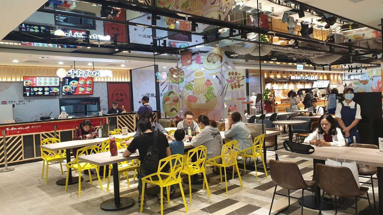 新光三越桃園站前店B1美食街全新改裝登場。圖/新光三越提供