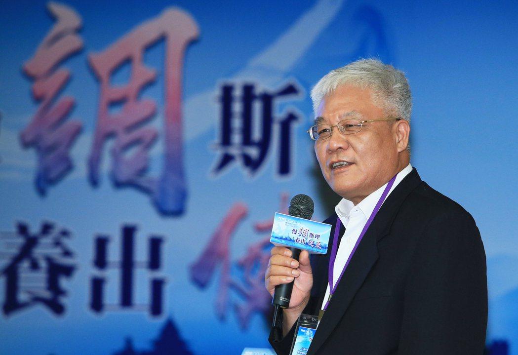 上海中醫藥大學附屬龍華醫院腫瘤一科主任醫師楊金坤(圖)25日在「慢『調』斯理養出...
