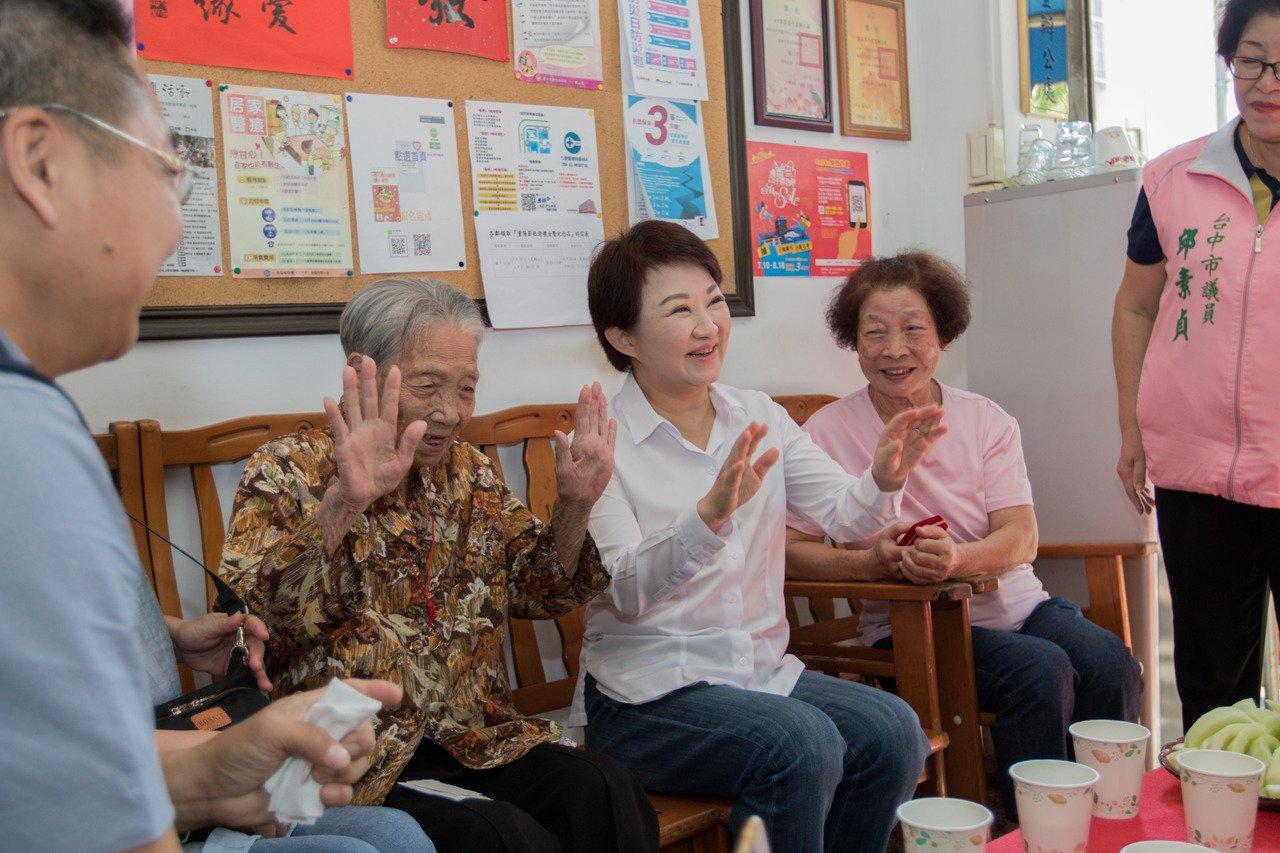 103歲人瑞好體力 每周2次搭公車1小時 就是要品美食