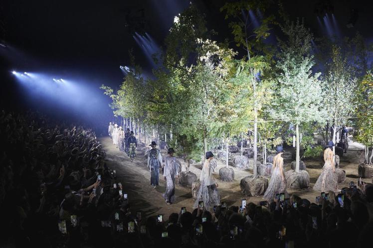 多樣性花園是DIOR在巴黎隆尚馬場打造的發表場地。圖/DIOR提供
