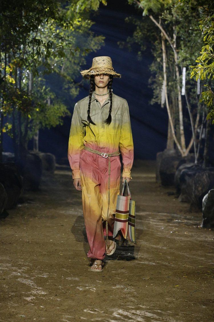 漸層色寬鬆連身褲呼應了瑞士渥瑞塔山的烏托邦精神。圖/DIOR提供
