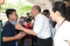 韓國瑜訪視國小雙語教育 小朋友約一起上課PK英文