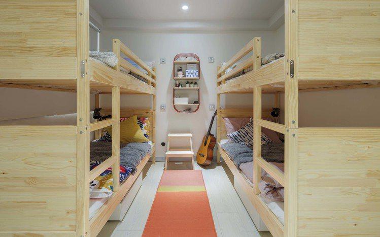 IKEA pop-up hotel快閃旅店「新鮮人」房可容納4人,採用類似宿舍的...