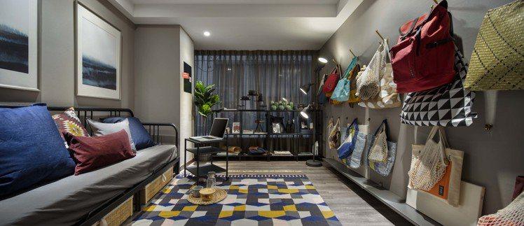 IKEA pop-up hotel快閃旅店「收藏家」房大量運用牆面收納機能。圖/...