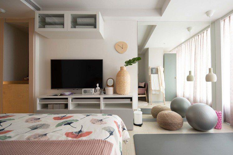 IKEA pop-up hotel快閃旅店「風格女」房設計了做瑜珈伸展的小角落。...