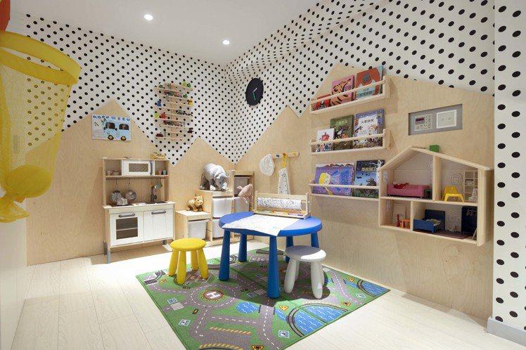 IKEA pop-up hotel快閃旅店「一家大小」房規畫了孩子的遊戲空間。圖...