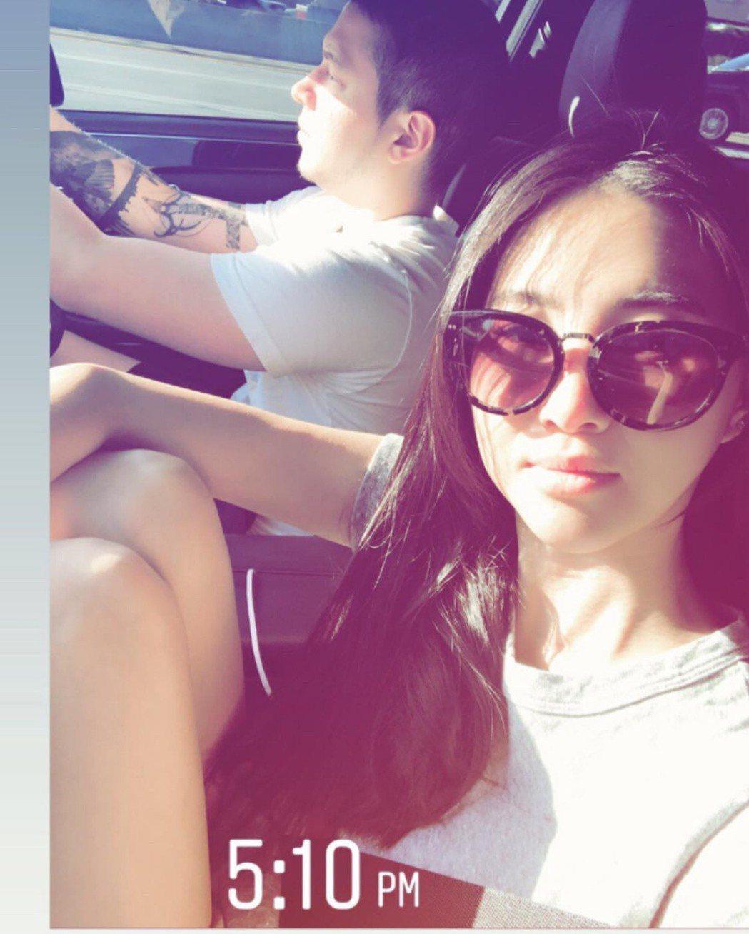 孫瑩瑩在限時動態上傳和老公的合照。圖/摘自臉書