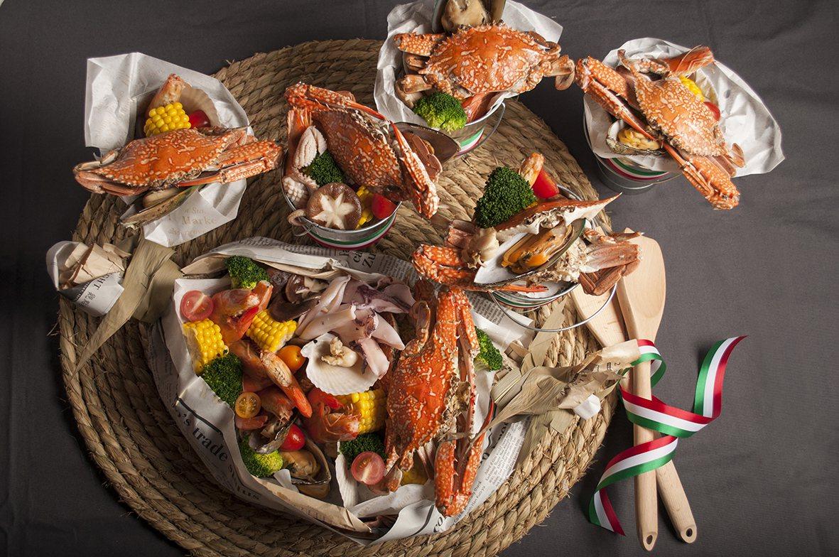 美麗信花園酒店一樓雨林餐廳推出的澎派手抓海鮮桶,讓海鮮控可以盡情品嘗海鮮料理。圖...