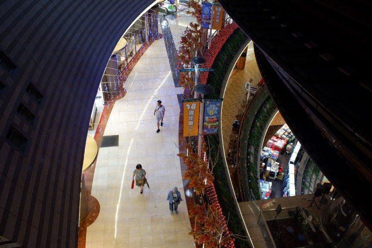 京華城4度公開標售結果,由威京集團旗下中石化標得京華城。記者江佩君/攝影