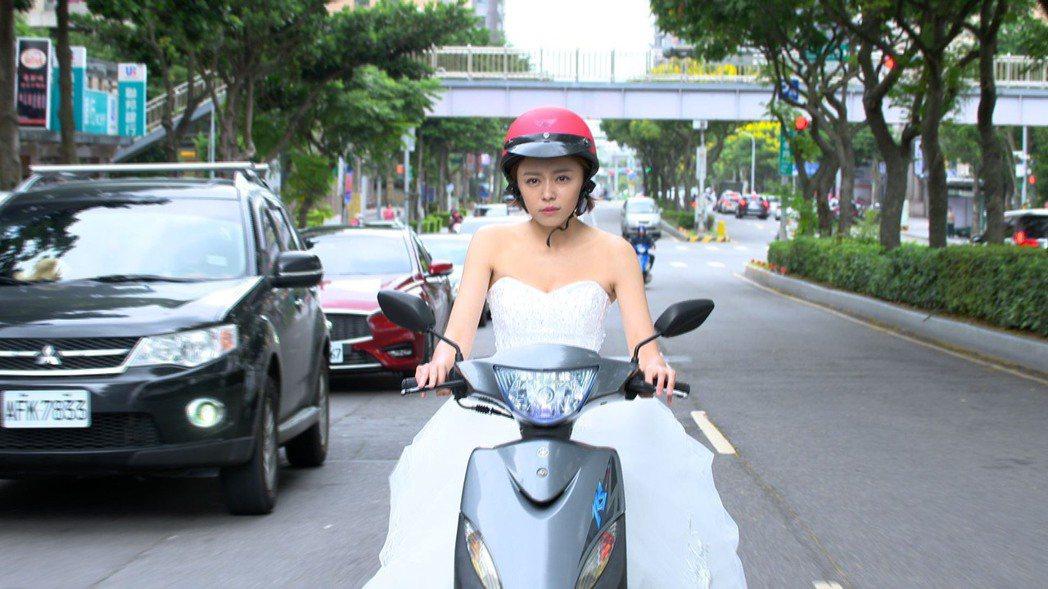 王瞳在「大時代」中再披婚紗。圖/民視提供