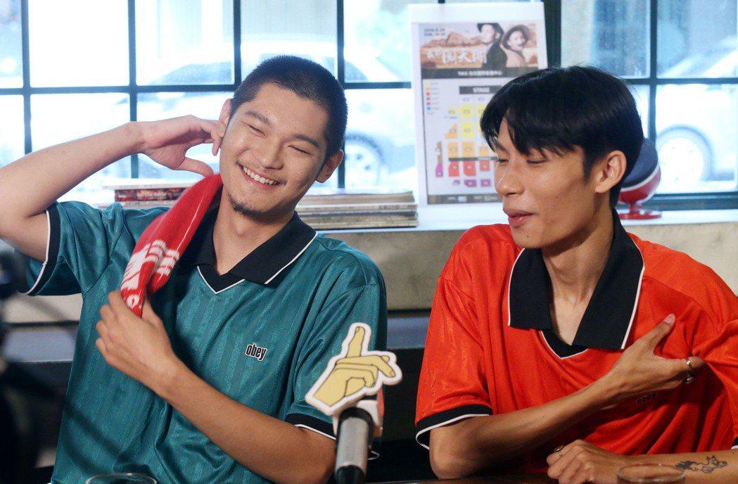 Leo王(左)與春豔互動相愛相殺。記者林俊良/攝影