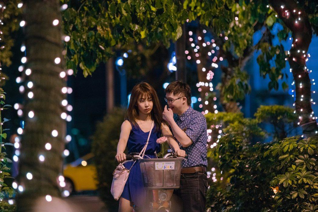 「傻傻愛你,傻傻愛我」於11月1日上映。圖/華映提供