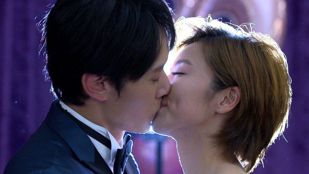 王瞳、馬俊麟演出「大時代」大結局,「藍莓戀」終成眷屬。圖/民視提供