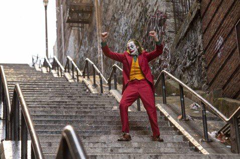 改編自DC漫畫的「小丑」,以「蝙蝠俠」系列大反派為主角,早先已獲得威尼斯影展最佳影片金獅獎,也即將在全球各地盛大上映。然而美國7年前曾發生自稱「小丑」的男子衝進戲院開槍,造成12人死亡、58人受傷的...