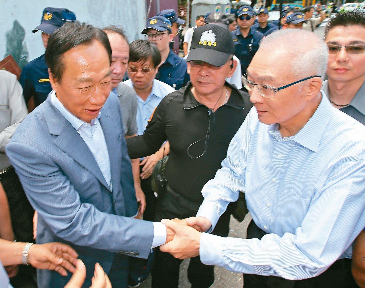 鴻海創辦人郭台銘(左)。 圖/聯合報系資料照片