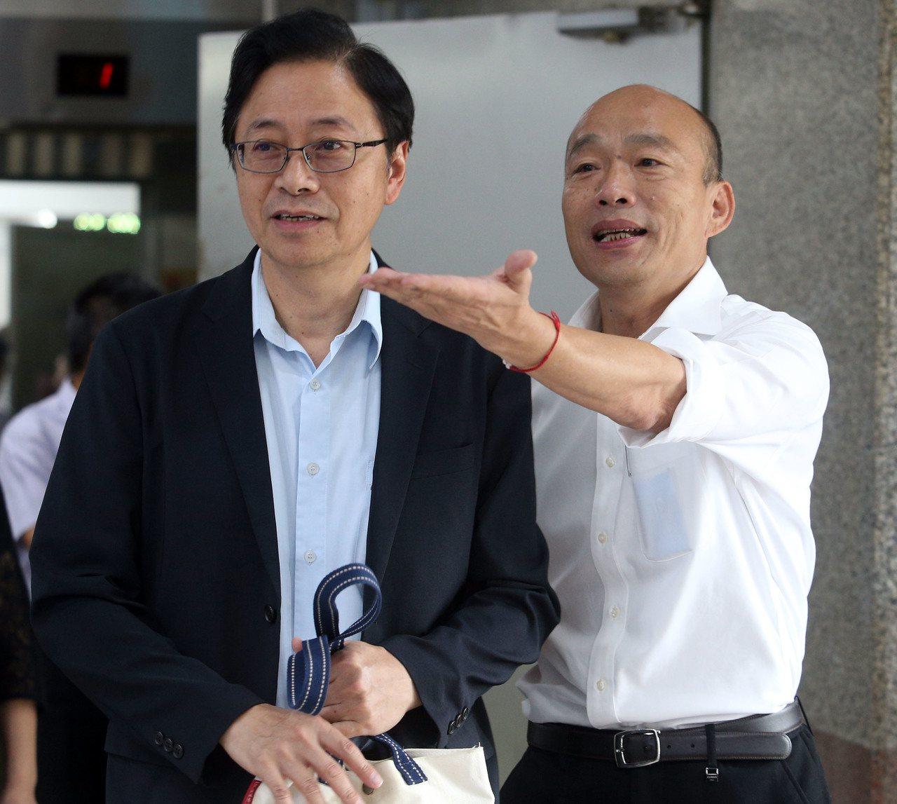 國民黨總統參選人韓國瑜(右起)與國政顧問團總召張善政。記者劉學聖/攝影