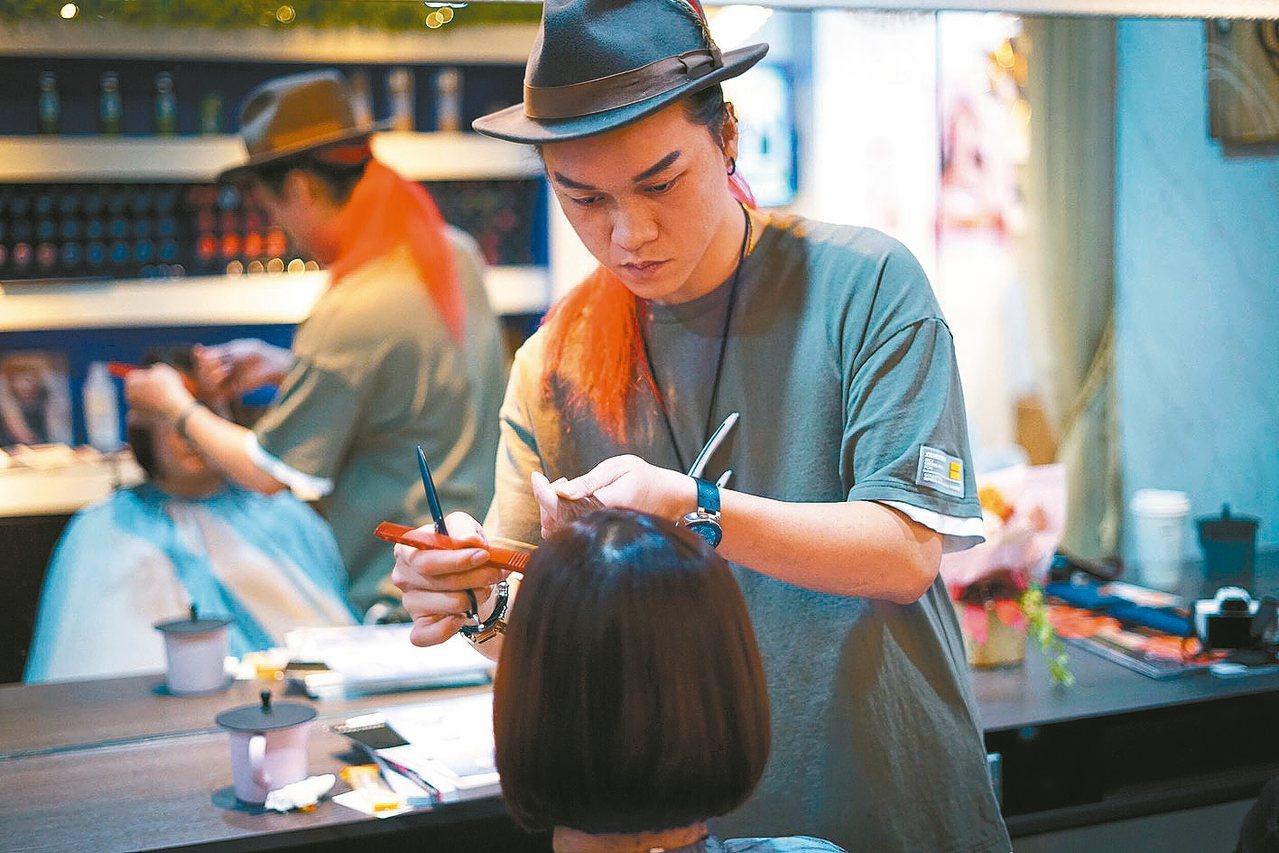 吳東諺曾經是職業軍人,退伍後轉行當美髮師。 圖/吳東諺提供