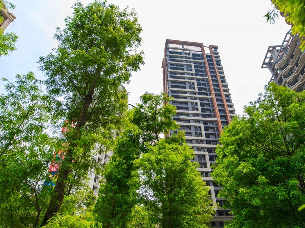 「長耀雙峰滙」全棟嚴選日本住友制震打造,高規安全有保證。長耀建設/提供