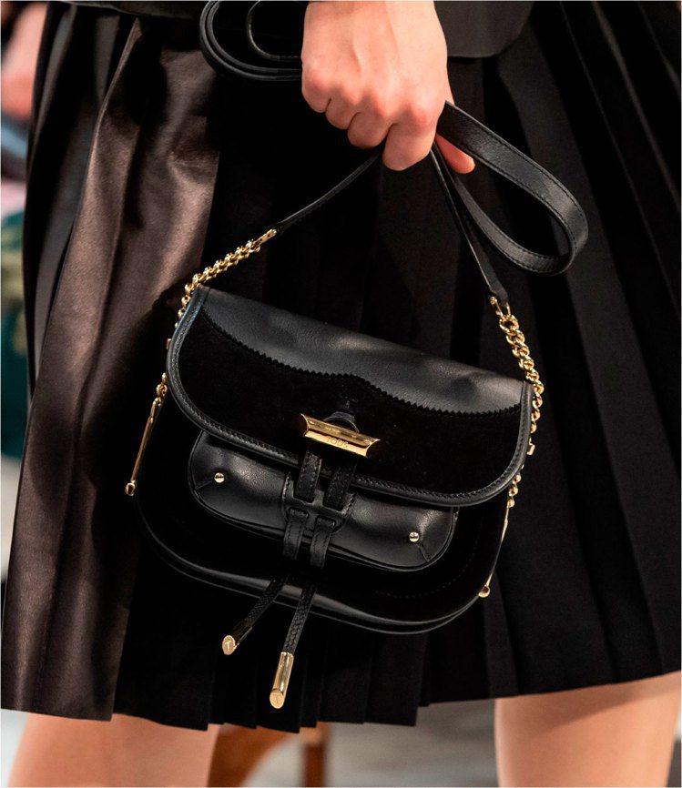 TOD'S黑色金屬飾釦異材質拼接馬鞍包。 圖/TOD'S 提供