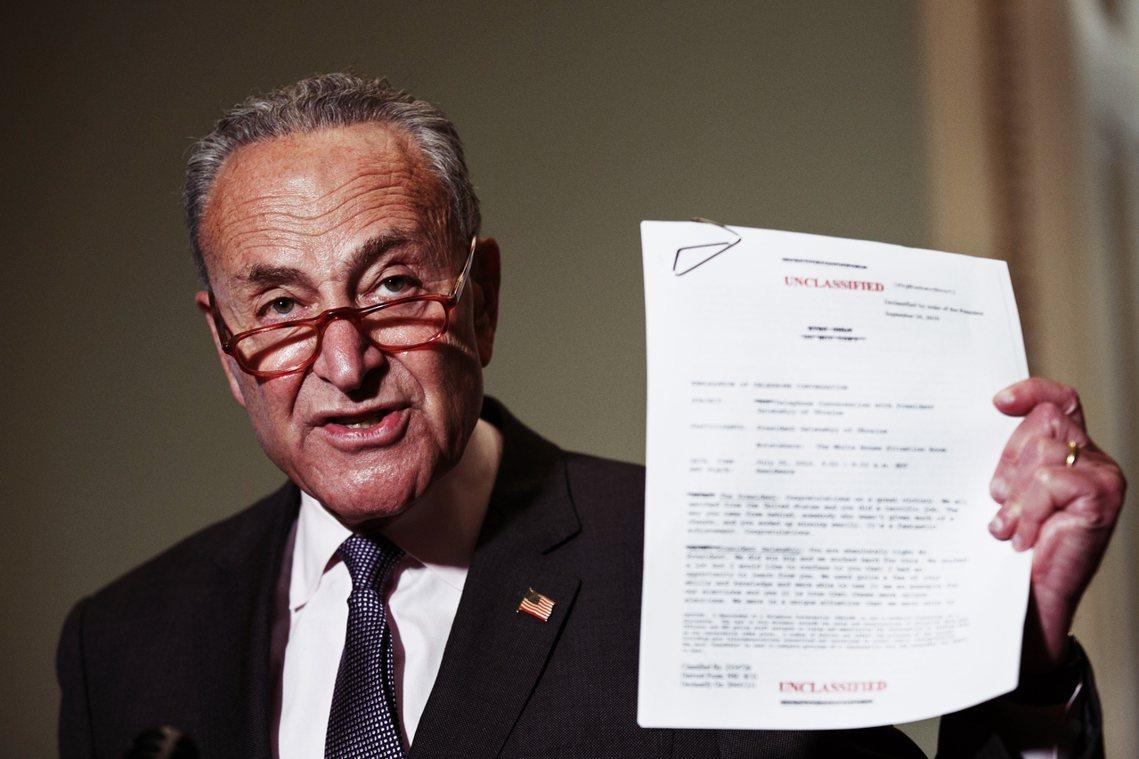為了自清、並反擊美國眾議院針對總統川普的彈劾案指控,白宮25日公布了「烏克蘭門」...