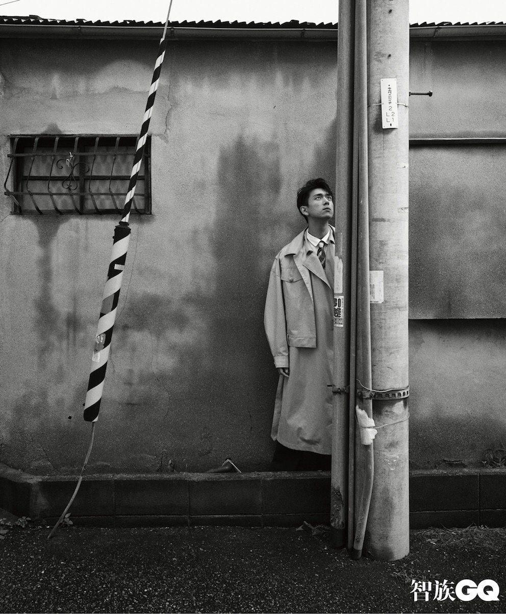 李現為《智族GQ》拍攝的時尚照曝光。圖/擷自《智族GQ》微博
