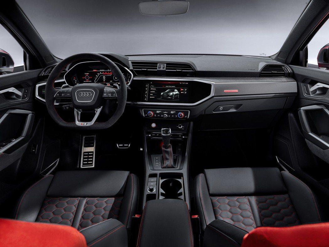 全新Audi RS Q3 內裝。 摘自Audi