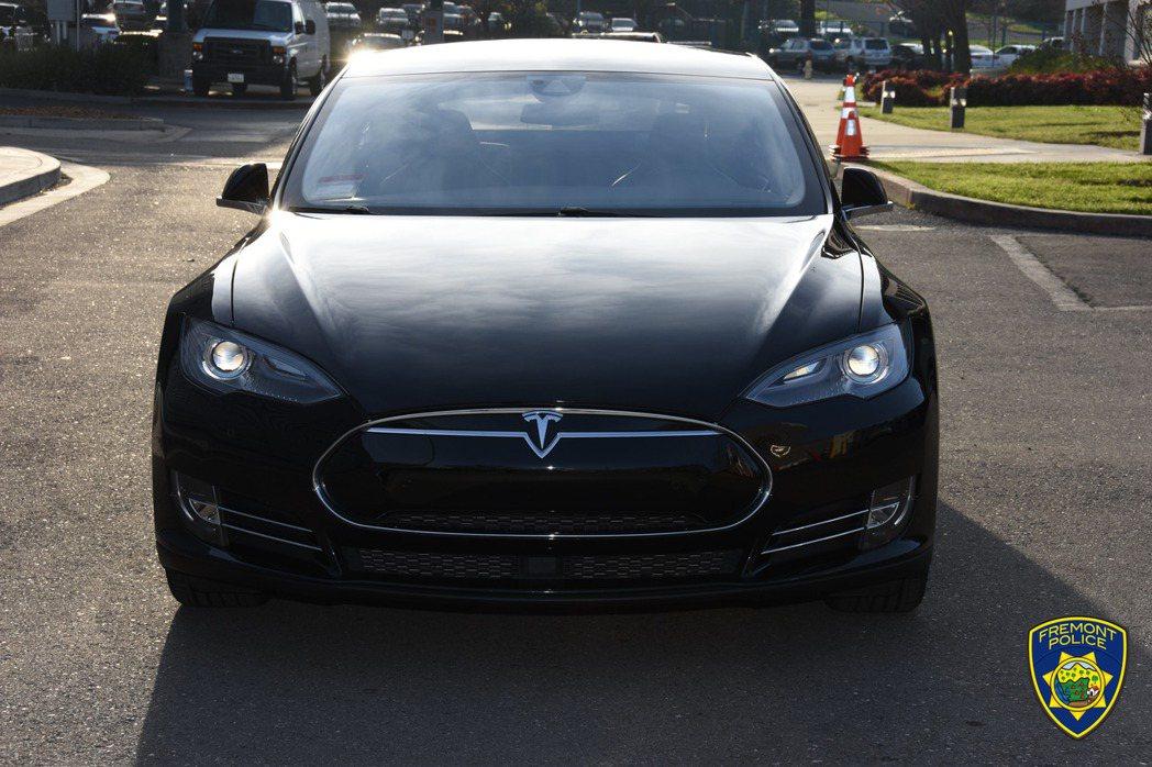 於2018年向Tesla買中古的2014 Model S 85。 摘自Fremo...