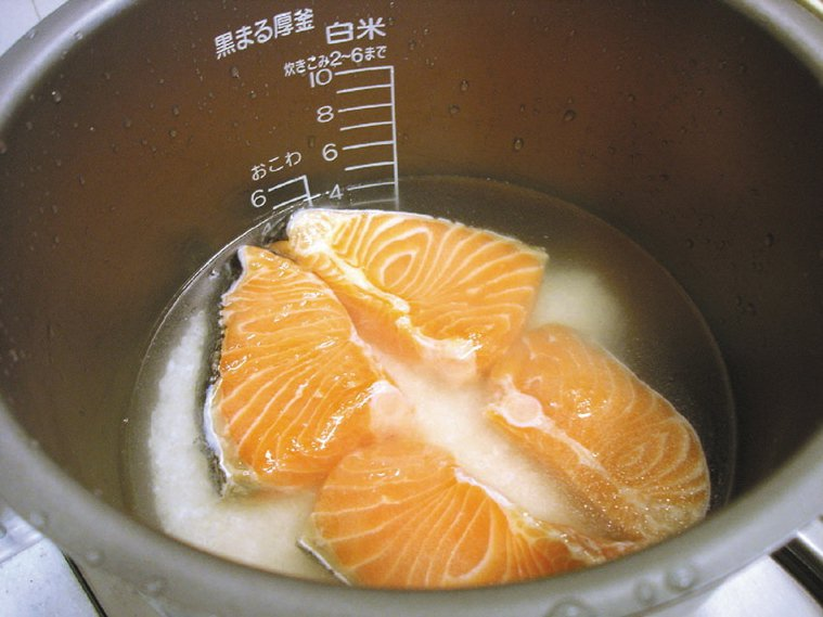 煮鮭魚。本報資料照片
