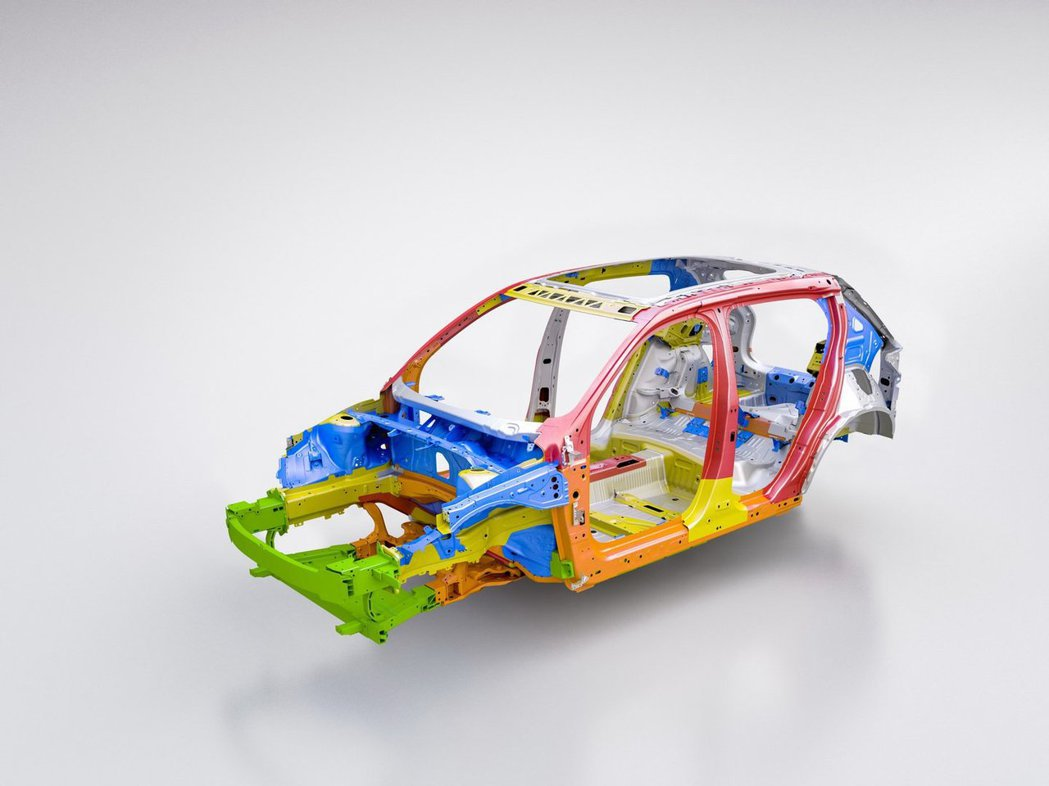 少了引擎的車頭將會更強化其結構。 摘自Volvo