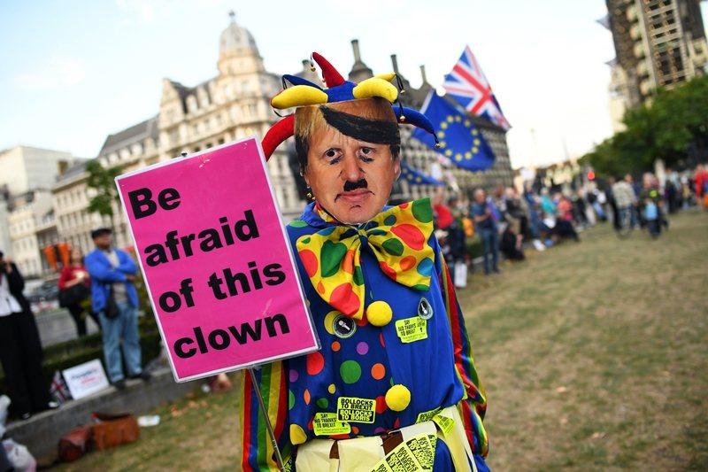 圖為反脫歐派示威者,攝於9月5日,倫敦。 圖/路透社