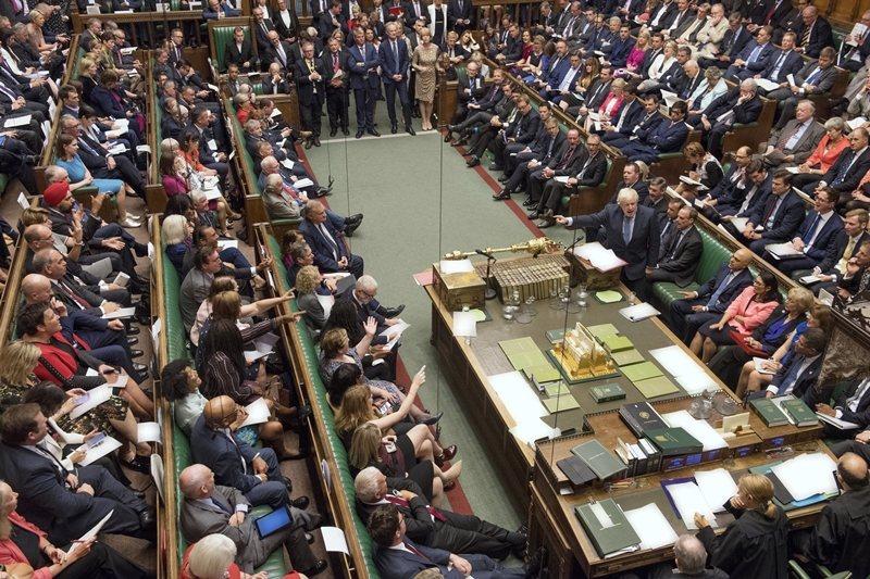 英國首相強森與英國下議院,攝於9月5日,倫敦。 圖/美聯社