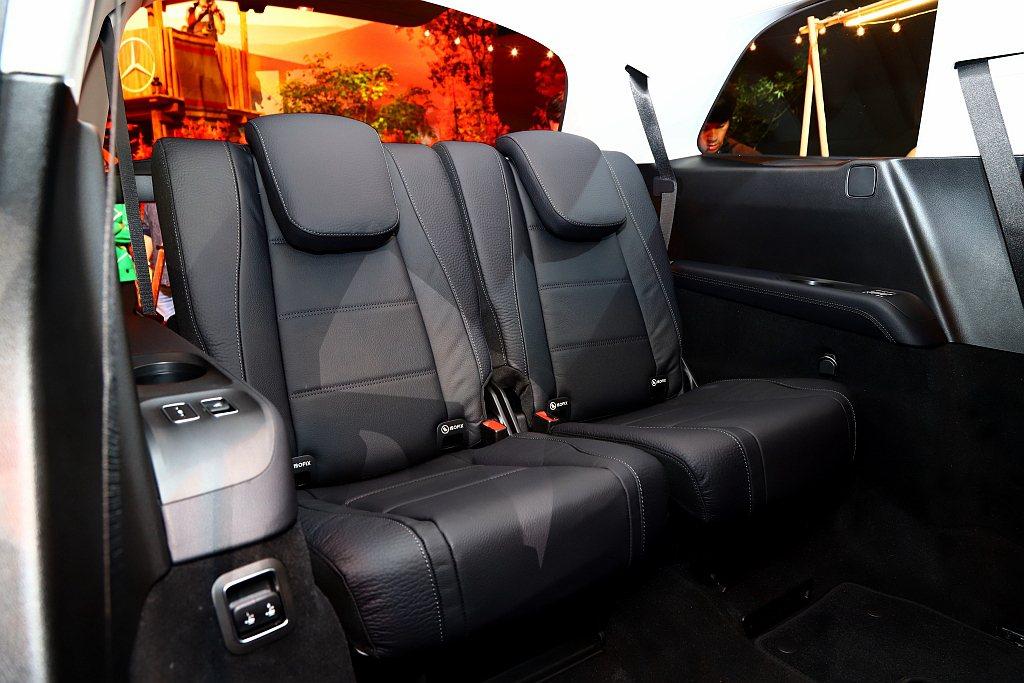 全新賓士GLS將每個座位視為獨立,正7人座寬敞的車室空間,不僅將電動調整座椅功能...