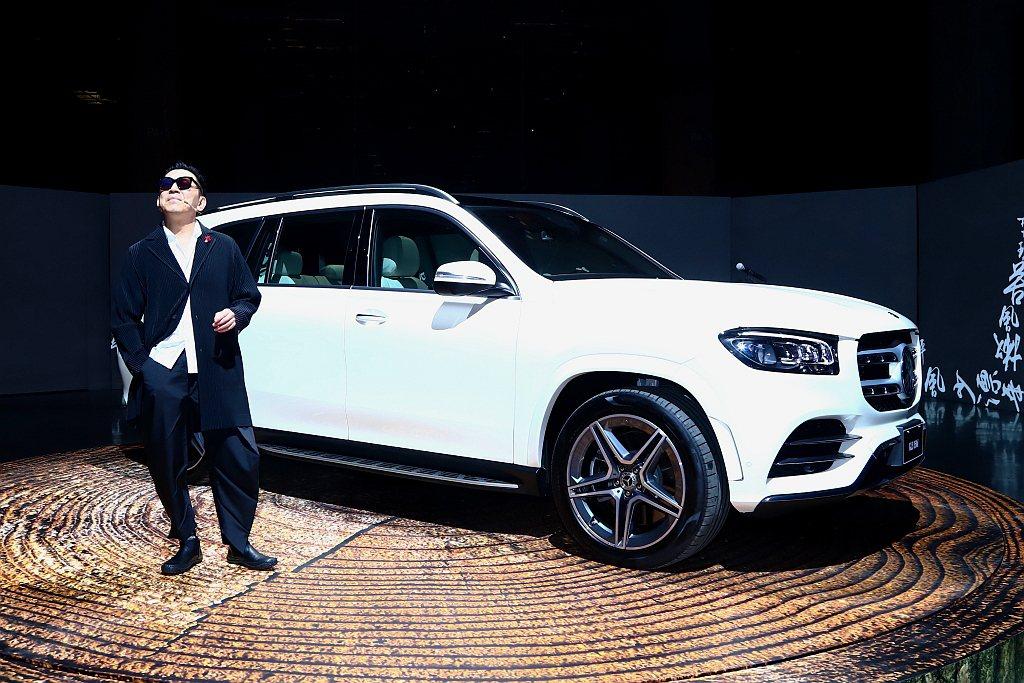 賓士舉辦SUV新陣容亮相活動,並帶來全新大改款7人座GLS旗艦休旅以及小改款V-...