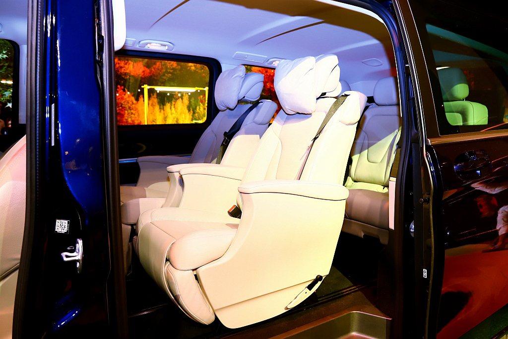 賓士V 250 d與V 300 d AVANTGARDE可選配「全新頭等艙座椅套...