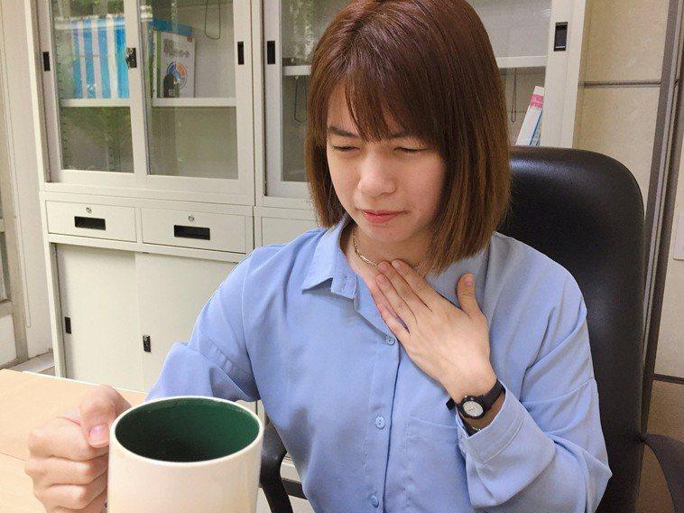 羅東博愛醫院指出,胃食道逆流典型的症狀包含:胸口灼熱、喉頭異物感、喉頭與口腔感覺...