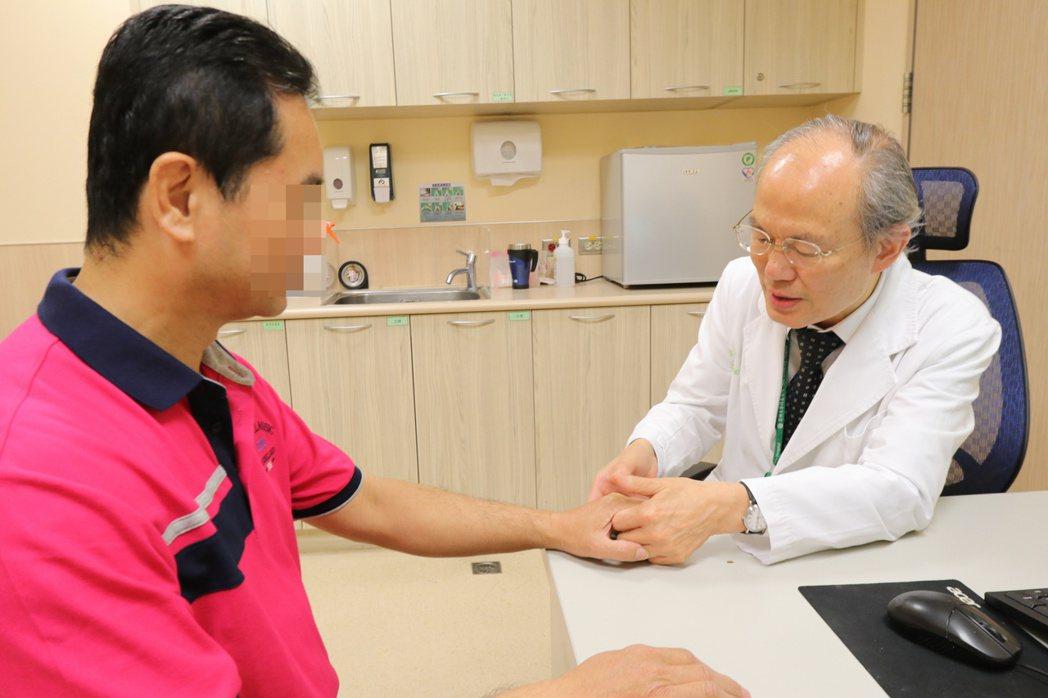 亞洲大學附屬醫院過敏風濕免疫科主任蔡肇基指出,中秋節過後,因痛風而就診的人次多兩...