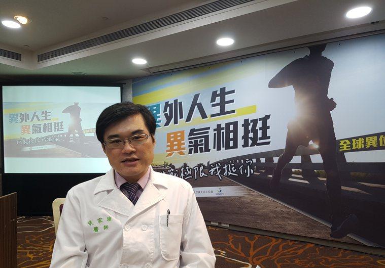 朱家瑜醫師表示異位性皮膚炎若過於嚴重,可能因搔抓導致傷口感染。記者楊雅棠/攝影