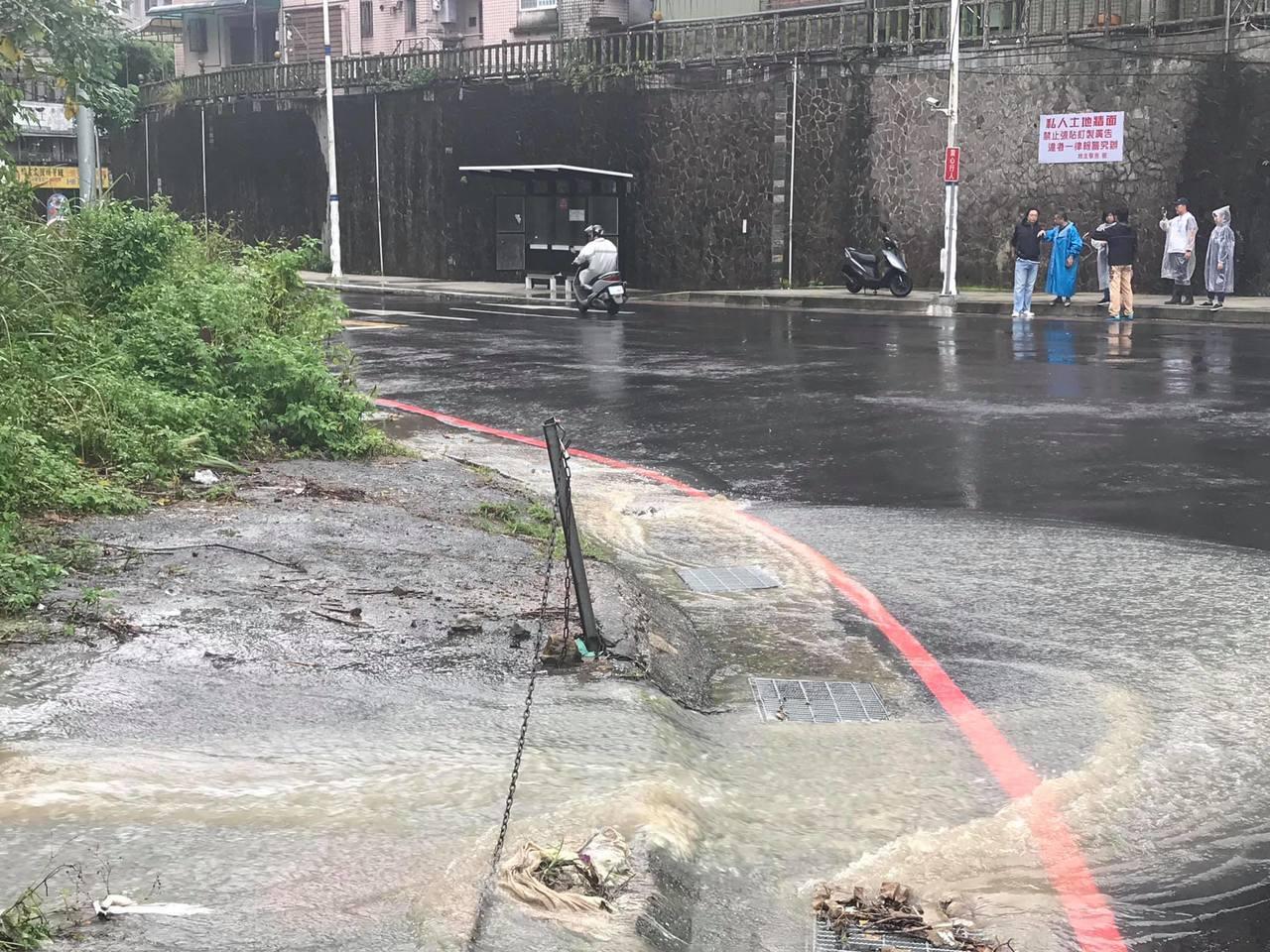 基隆間歇性大雨累積雨量95毫米 中和路等多處道路積水